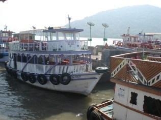 Barco que nos levou até a ilha