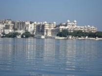 Vista do City Palace do barco de passeio