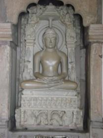 Outra estátua do templo moderno