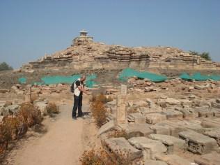 Templo em excavação. Achamos interessante porque deixaram os painéis descrevendo todos os procedimentos