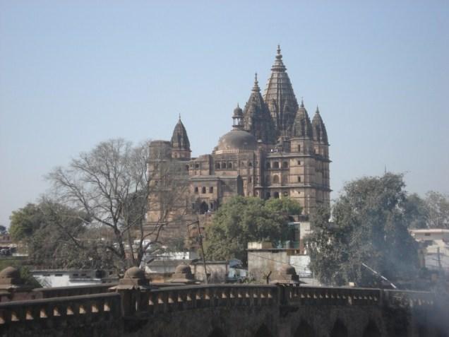 Chaturbhuj Temple é um templo imenso e sólido