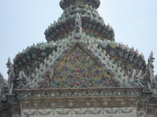 Detalhe da arte superior do Phra Mondop