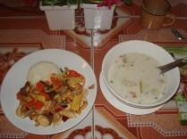 Pratos feitos por mim. Castanha de caju com frango e legumes feito na wok e sopa de coco com frango