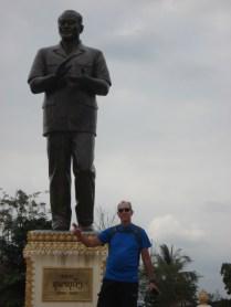 Para fazer a estátua do grande líder
