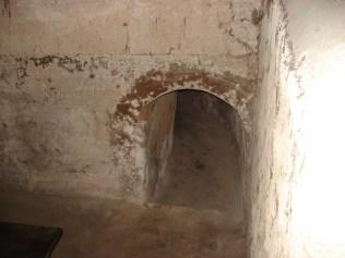 Túnel que leva até a cozinha, repare o tamanho.