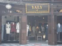 Uma das inúmeras lojas / fábricas de roupas