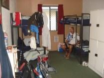 Nosso quarto (sem banheiro e com três beliches)