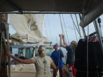 Carlos trabalhando no veleiro