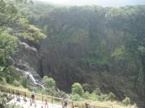 E esse é o desfiladeiro onde fica a Barron Falls