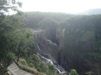 As cachoeiras, na época das chuvas, é parecida com Foz do Iguaçu