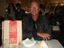 Nosso primeiro McDonalds na Austrália. Estava em promoção.