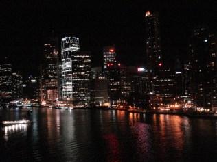 Vista de Brisbane da ponte, a noite. Linda.