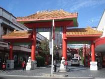 Os leões do portal foram virados para ficar de acordo com o fengshui