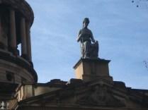 A estátua da Justiça é a única conhecida que não tem os olhos vendados graças a um juiz que dizia que a justiça tem que ter os olhos bem abertos