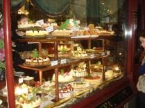 Uma das arcadas (que são as vielas cobertas) tem essa loja de chá divina 8530 E famosa