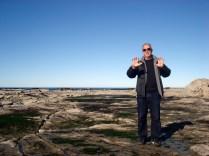 Carlos em cima da praia de pedras