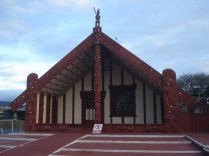 Tama-te-kapua Meeting House, casa de encontros sagrada para os Maoris de 1905