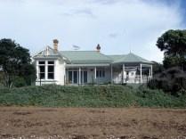 A praia é sem graça e as casas estilo villa são do início do século 19 e são lindas
