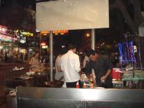 Bancas de comida na região de Pub Street