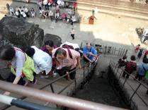 A gente sempre enfrentando escadarias, naquele calor, para algum templo