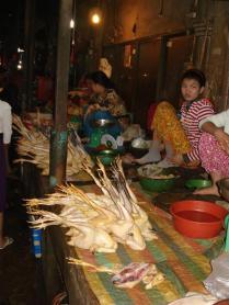 Dentro do mercado antigo em Phsar Chas