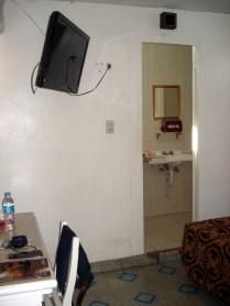 Vista do quarto com banheiro