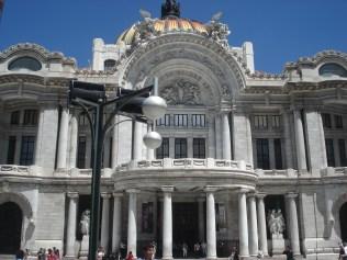O Palacio de Bellas Artes é o mais importante centro cultural na Cidade do México assim como para o resto do país