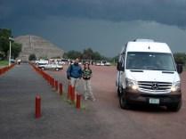 Encontramos outro brasileiro, Carlos Eduardo, e tivemos que ir embora. Olha o temporal que armava.