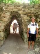 Um dos portões de entrada (diria que o principal)