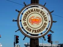 Encontramos o marco do local, o timão de Fisherman's Wharf e fotografamos.