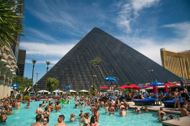 Gay Las Vegas – the best gay hotels, bars, clubs & more
