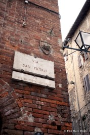 Directional sign, Siena