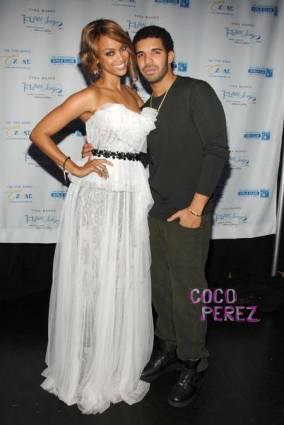 tyra-banks-and-drake-at-flawsome-ball__oPt