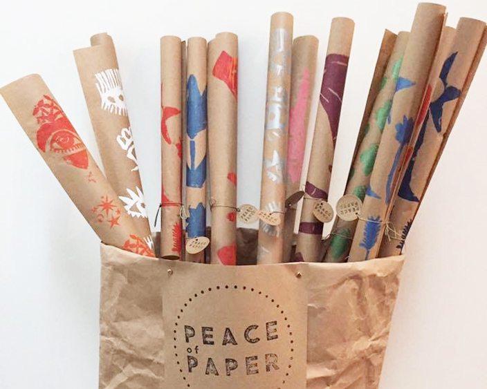 Mit Geschenkpapier Gutes Tun Projekt Peace Of Paper Twoinarow