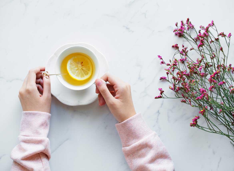 Poranna herbata według filozofii slow life sposobem na relaks