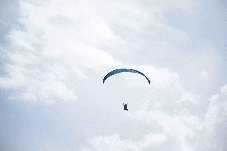 Lot paralotnią to niebanalny pomysł na prezent dla bliskiej osoby.