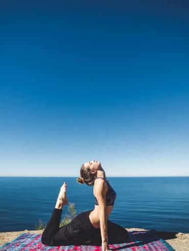 Joga na świeżym powietrzu może pomóc poprawić naszą odporność i relaksuje
