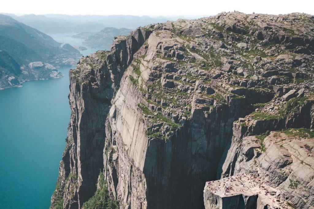 Skały pulpit rock należą do jednych z wielu wspaniałych atrakcji Norwegii