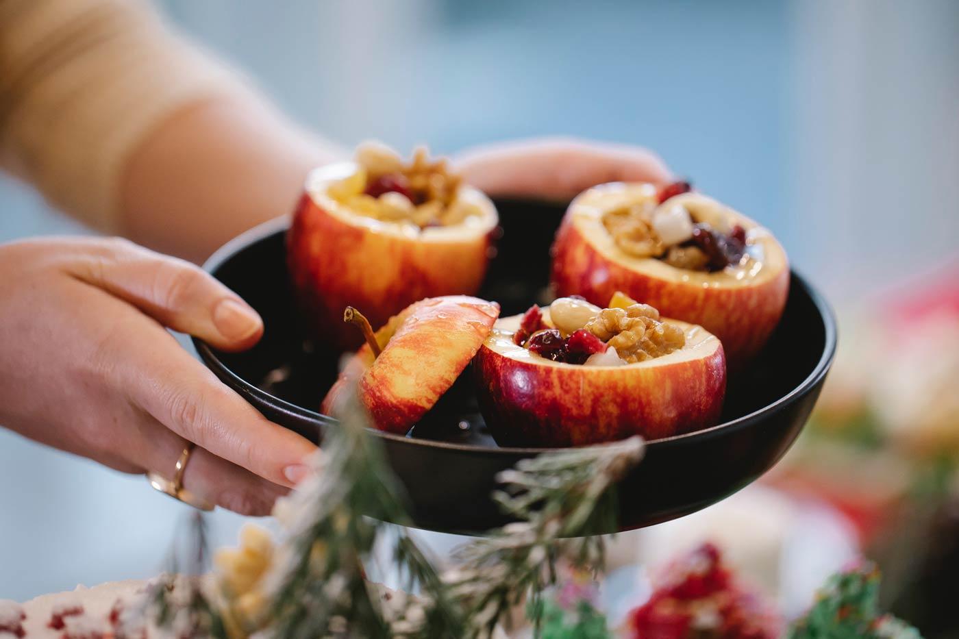 Pieczone jabłka to sprawdzone zdrowe zamienniki niezdrowych przekąsek