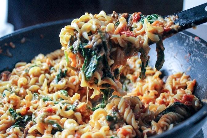 Cheesy Tomato Spinach Olive Pasta