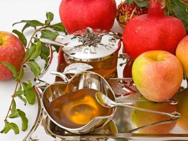 Tips & Recipes for Hosting a Rosh Hashanah Dinner (or any dinner party)