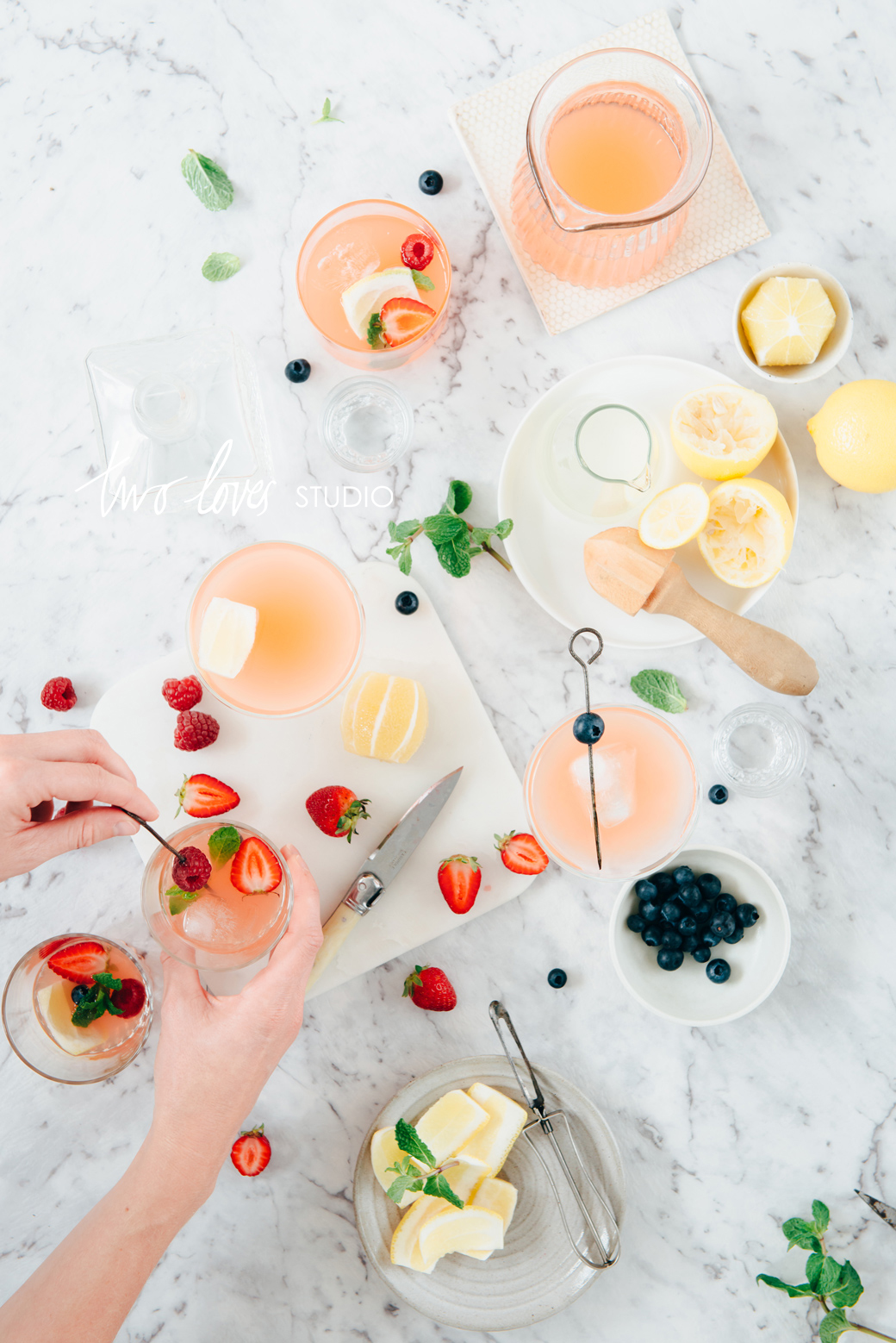 Create Dazzling Food Gathering Images with Photoshop Compositing | Take your food photography to the next level with Photoshop compositing and create impressive food gathering images, even with one pair of hands! Click through for the video tutorial.