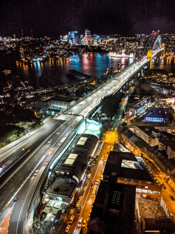 nocny widok na Harbour Bridge