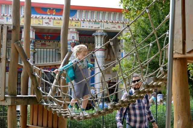 speeltuin-aan-egyptisch-paviljoen De Zoo van Antwerpen - by day deze keer