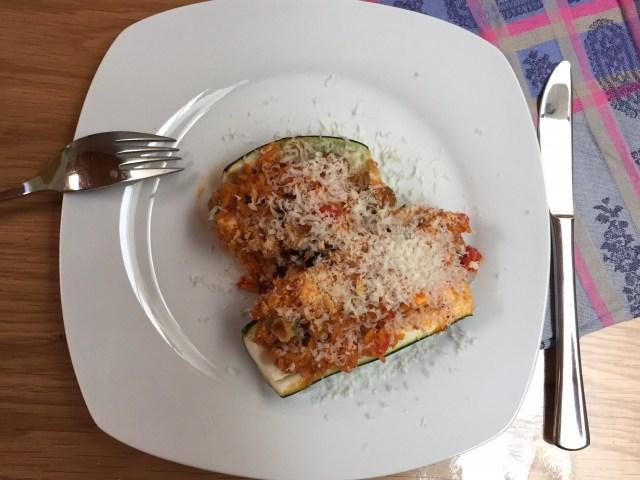 gevulde-courgette-op-een-bord Snel, gezond & lekker met een groente uit de tuin: courgette