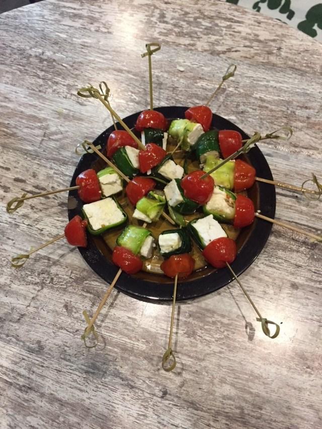 spiesjes-met-tomaat-courgette-en-feta-1 Femma-workshop: feestelijke hapjes met Happy Days
