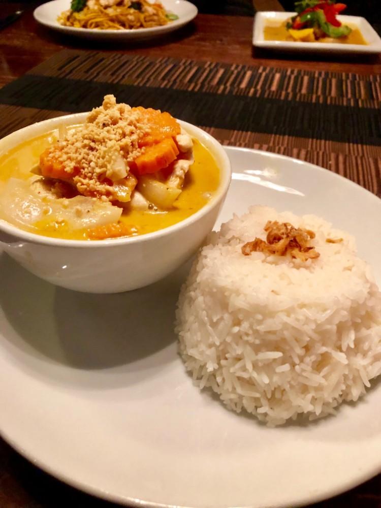 Massamaan Curry