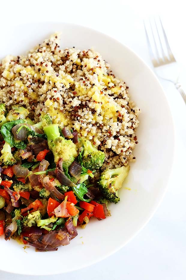 Superfood quinoa bowl tworaspberries superfood quinoa bowl is quick and easy perfect dinner or lunch packed full of forumfinder Image collections