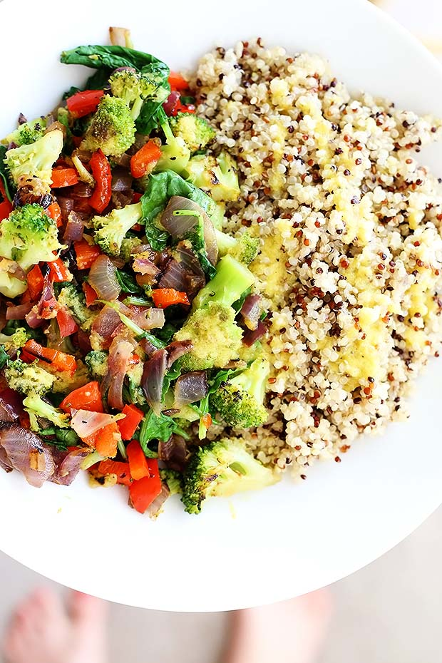 Superfood quinoa bowl tworaspberries superfood quinoa bowl is quick and easy perfect dinner or lunch packed full of forumfinder Gallery