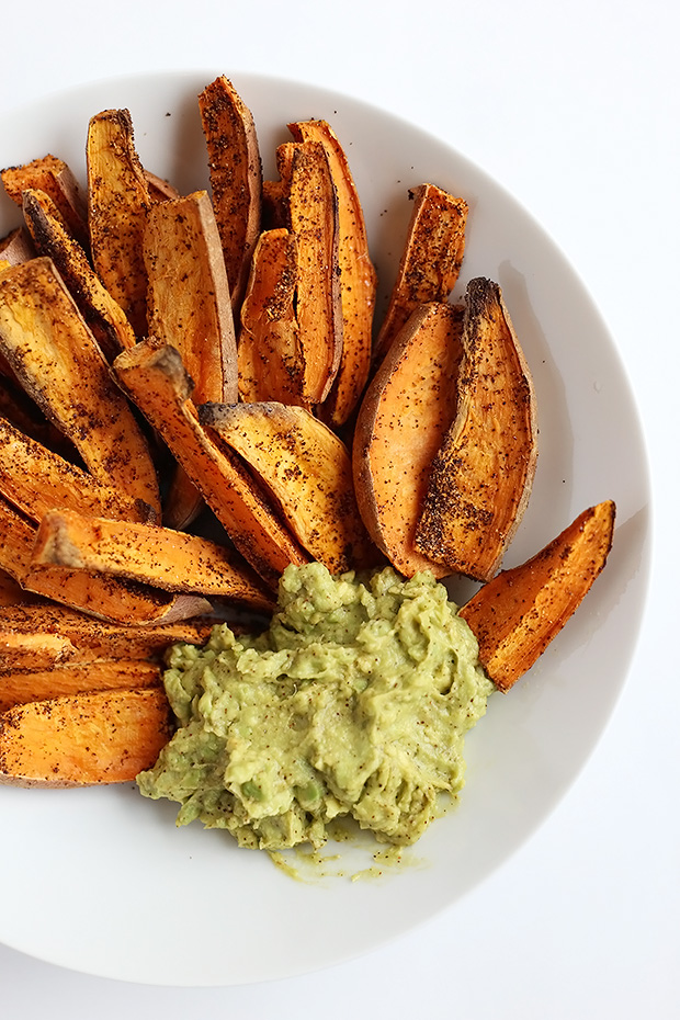 These Chili Lime Baked Sweet Potato Wedges are SUPER easy to make and the avocado lime dip is the perfect pairing for these wedges! Vegan and gluten free. / TwoRaspberries.com